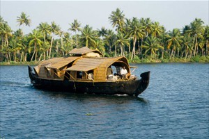 Kerala Backwaters - Tourist Attraction Iin Kerala India